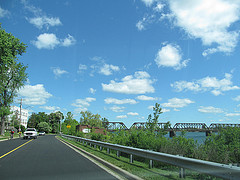 image of the niagara parkway one of the free things and stuff to do in niagara falls, ontario, canada