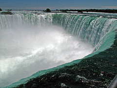 image of the horseshoe falls one of the free things and stuff to do in Niagara Falls, Ontario, Canada