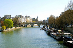 image of the sienne river one of the Free Things and Stuff to Do in Paris