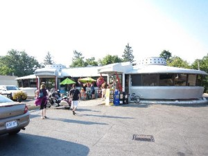 image of the flying saucer restaurant one of the cheap places to eat in niagara falls ontario canada
