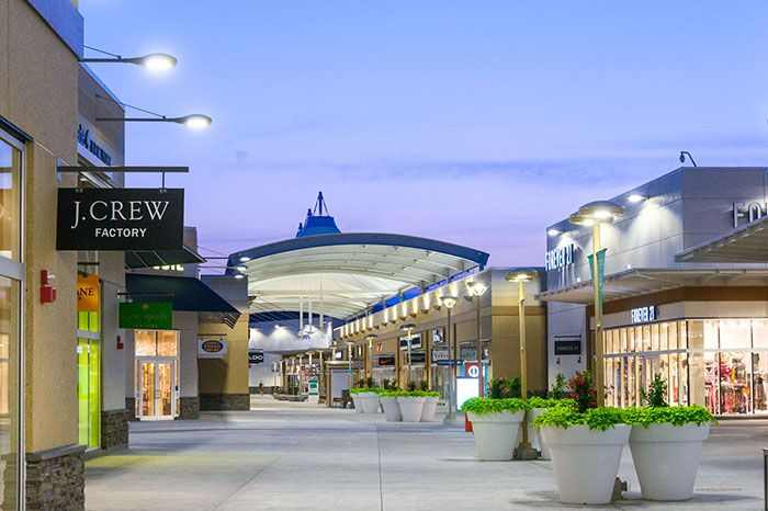 the outlet collection of Niagara outlet shopping mall