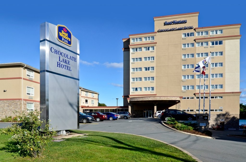 image of the Best Western Chocolate Lake Hotel one of the cheap places to stay in halifax