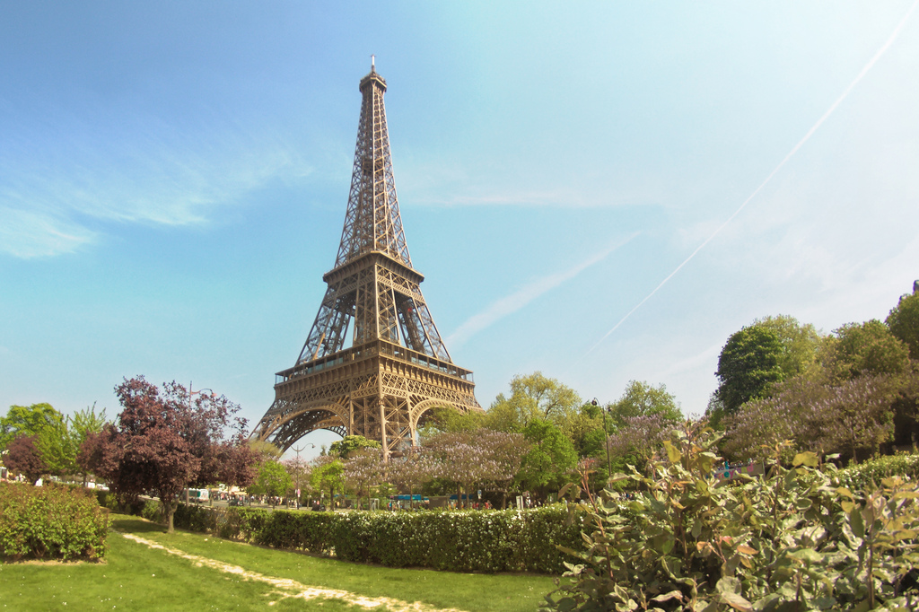 image of the eiffel tower one of the Free Things and Stuff to Do in Paris