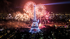 image of the eiffel tower light show one of the Free Things and Stuff to Do in Paris