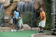 image of a family mini putting one of the Cheap, Fun Things to See & Do in Orlando