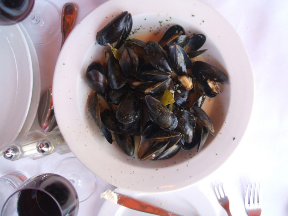 image of a plate of mussels one of the foods available at the Best Cheap Restaurants and Places to Eat in Halifax