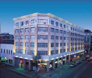 image of the Best Western Plus Carlton Plaza Hotel one of the cheap hotels and places to stay in victoria bc