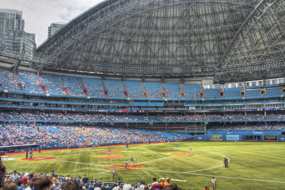 Cheap Toronto Hotels Near The Rogers Centre Thrifty Tourist