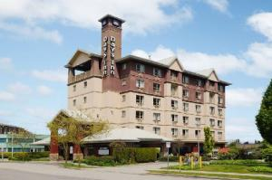 image of the days inn vancouver airport one of the cheap hotels and places to stay in vancouver