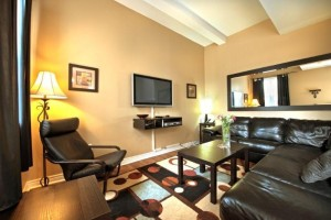 image of the Jr. Presidential one of the cheap vacation rentals available in Niagara Falls, Ontario, Canada