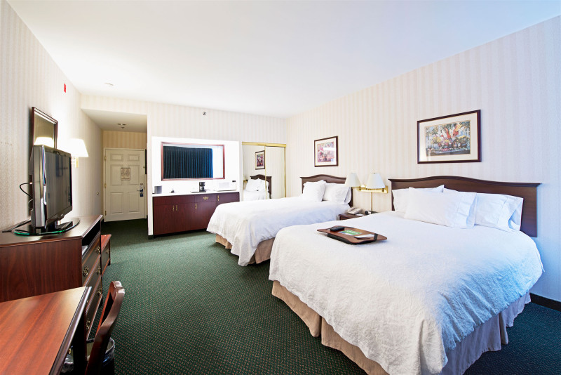 image of the hampton-inn-by-hilton hotel one of the cheap places to stay in ottawa