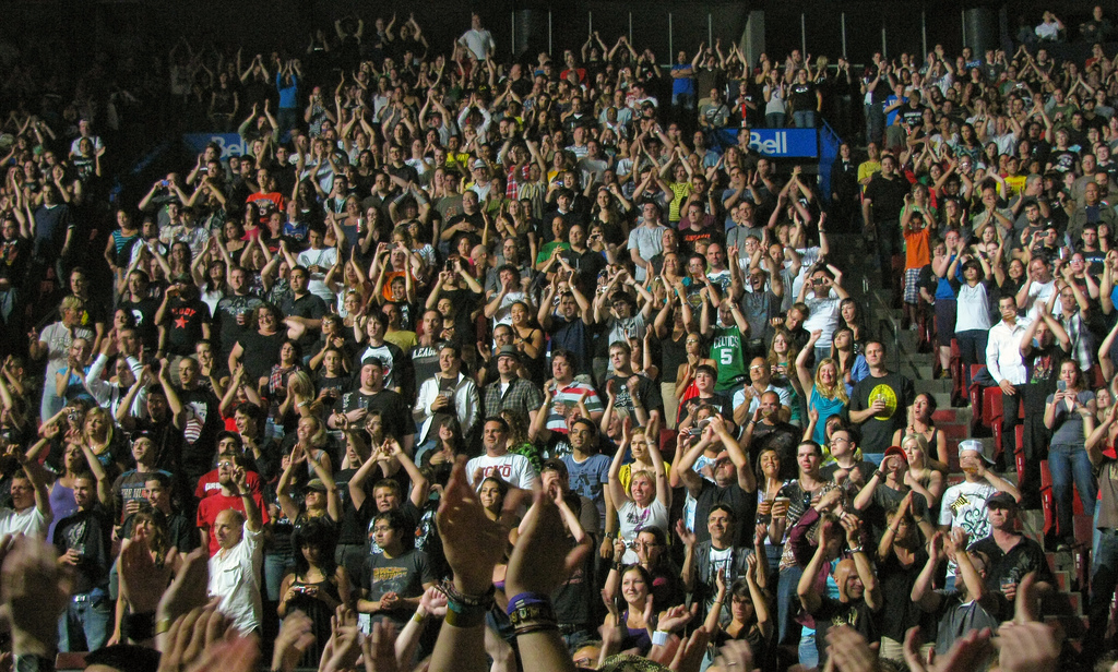 image of a crowd at a concert listed on the Montreal events calendar