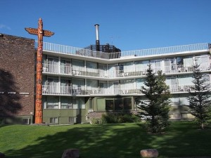image of the Bow View Lodge one of the best cheap hotels and places to stay in Banff, Alberta