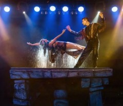 magic illusion being performed by Greg Frewin one of the cheap, fun things to do in Niagara Falls, Ontario, Canada