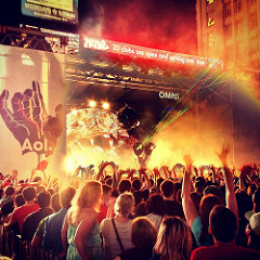 image of a free concert at Yonge & Dundas Square one of the fun, free things to do in Toronto