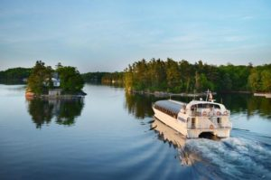 image of the thousand islands boat cruise one of the things to do and attractions in Kingston Ontario